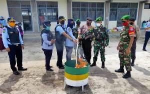 Anggota Koramil Bukit Batu Hadiri Pemusnahan Barang Sitaan Hasil Penggeledahan di Lapas Perempuan Kelas II A Palangka Raya