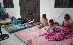 Banjir Mulai Surut, Puluhan Warga Nanga Bulik Masih Bertahan di Penampungan