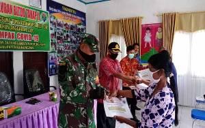 Babinsa Koramil Sepang Kawal Penyaluran BLT-DD Tahap II Desa Rangan Tate
