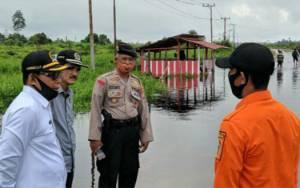 Tinjau Lokasi Banjir, DPRD Kobar Ingin Ruas Jalan Tergenang Air Dibangun Box Culvert