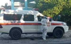 Petugas Pengantar Pemakaman Jenazah PDP Meninggal Dunia Gunakan APD Hazmat