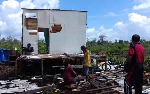 Angin Kencang Hantam Rumah di Sampit Hingga Rusak, Seorang Warga Terluka