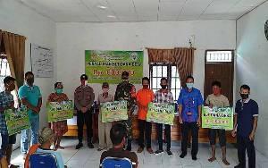 Sinergitas Babinsa dan Bhabinkamtibmas Kawal Penyaluran BLT DD Tahap 2 di Desa Dahian Tambuk