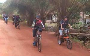 KPU Kotawaringin Timur dan PWI Tingkatkan Sinergitas Melalui Olahraga Bersepeda