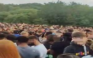 Covid-19, Polisi Inggris Bubarkan Pesta Ilegal, Peserta Melawan