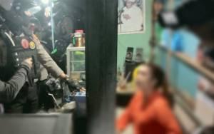 Polisi Gerebek Kios Jual Miras Oplosan di Palangka Raya