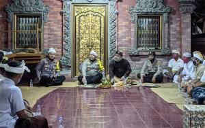Kapolres Kotim Jalin Silaturahmi dengan Tokoh Agama Hindu