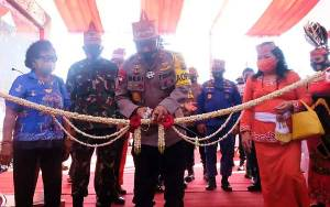 Kapolda Kalteng Resmikan Renovasi Balai Keramat Raja di Kelurahan Tumbang Rungan