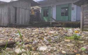 Sungai Arut Meluap, Tumpukan Sampah Meningkat
