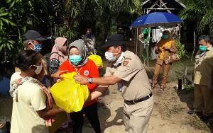 Tanggap Musibah Banjir, Bupati Kobar Salurkan Bantuan Sembako di Dua Desa