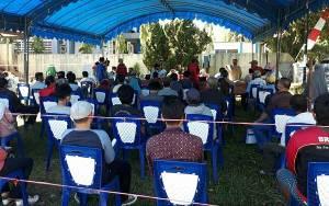 Babinsa Langkai Kawal Penyerahan BLT Pemprov Kalteng