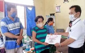 31 KPM di Desa Betang Nalong Terima BLT DD Tahap II