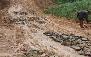 Akses Jalan Rusak, Pemdes Toka Koordinasi Rencana Perbaikan dengan Perusahaan