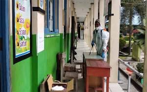 Dinas Sosail Sukamara Disinfektan 36 Sekolah