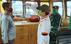 Akhir Pekan, Petugas Kembali Periksa Kesehatan ABK Melintas di Sungai Kapuas