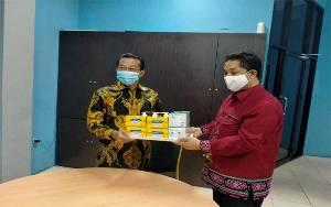 Bupati Murung Raya Berikan Masker dan Vitamin kepada Borneonews dan Palangka Post