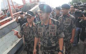 Edhy Prabowo Beri Bantuan Percontohan Penyuluhan Budidaya Lobster