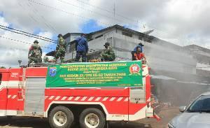Kodim Palangka Raya Semprot Disinfektan Serentak Peringati HUT Kodam XII Tanjungpura