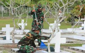 Kodim Palangka Raya Bersihkan TMP Sanaman Lampang