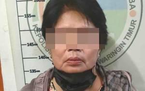 Wanita Paruh Baya Berumur 55 Tahun Diringkus Polisi karena Jadi Bandar Narkoba