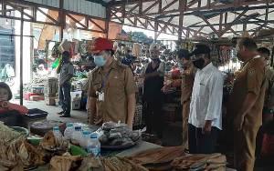 Pedagang yang Tidak Punya Lapak Diminta Tempati Kios di Pasar Kuala Pembuang