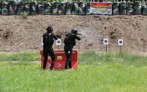 Polres Kapuas Intensifkan Latihan Menembak untuk Tingkatkan Kemampuan Personel CRT