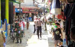 TNI dan Polri Besama Tim Gugus Kelurahan Tumbang Miri Kembali Lakukan Sterilisasi Permukiman Warga