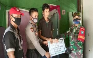 Babinsa dan Babinkamtibmas Pantau 87 Warga di Desa Pematang Limau Terima BLT DD