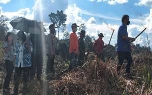 Bupati Gunung Mas Bersama Forkopimda Lihat Proses Pembukaan Lahan dengan Manusul Tana
