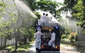Rumah PJU Polda Kalteng Disemprot Disinfektan