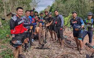 Menjajal Jalur Ekstrem Sepeda MTB di Kecamatan Cempaga, Ada Tukang Tambal Ban di Tengah Hutan Gara-gara Insiden Ketan