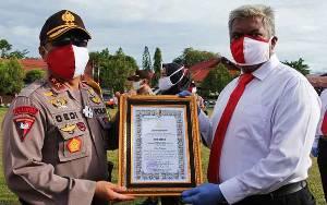 Kapolda Kalteng Beri Penghargaan Kepada Ratusan Personel