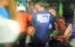 Petugas Pemadam Kebakaran Pingsan Ketika Lakukan Pemadaman Api di Flamboyan
