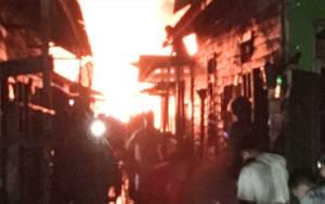 9 Rumah Terbakar di Flamboyan Kerugian Ditaksir Rp 800 Juta