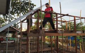 Personel Polsek Kahayan Kuala Bangun Musala Johor Darul Takzim Secara Swadaya