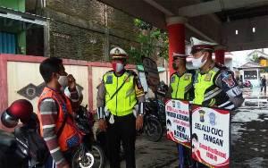 Satlantas Polres Seruyan Sosialisasi ke Pasar Kuala Pembuang Sampaikan Protokol Kesehatan
