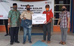 BNI Cabang Pangkalan Bun Bersama Satgas BUMN Salurkan Bantuan Untuk Korban Banjir