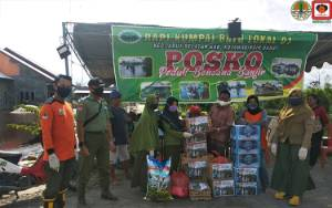 Manggala Agni Bagi Sembako untuk Warga Terdampak Banjir
