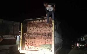 Polisi Amankan Truk Bermuatan Kayu Ilegal di Tamiang Layang