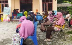 Mahasiswa Gandeng Puskesmas Perhatikan Kesehatan Lansia di Desa Eka Bahurui