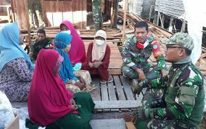 Prajurit TNI Beri Motivasi Warga Pahandut Seberang yang Berniat ke Tanah Suci