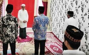 Bupati Barito Utara Laksanakan Salat Idul Adha di Rumah Jabatan Ketua DPRD