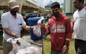 Inilah Video Kedatangan hingga Pendistribusian Daging Kurban H Abdul Rasyid AS di Sampit