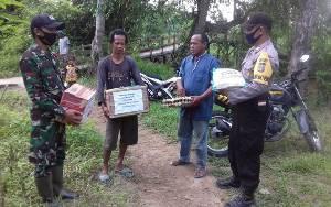 Polsek dan Koramil Bantu Korban Kebakaran di Desa Tanjung Perawan
