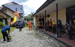 Pensiunan PNS Dilatih Tangani Kebakaran Gas Elpiji