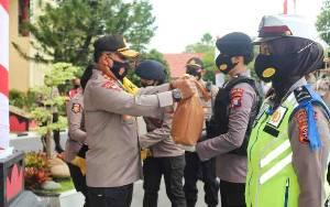 Sambut HUT ke 72 Polwan, Polda Kalteng Distribusikan 1.000 Paket Sembako