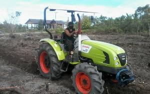 Petani di Kereng Batu Katingan Hilir Mulai Garap Lahan dengan Mesin Alat Pertanian