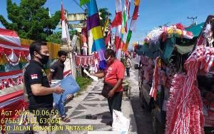 Satpol PP Kobar Bagikan Edaran Bupati Soal Larangan Berjualan di Atas Trotoar