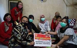 Wali Kota Palangka Raya Serahkan Bantuan untuk Gadis Penyandang Disabilitas
