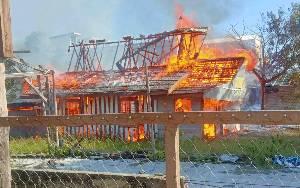 Sebuah Rumah Kayu di Jalan RTA Milono Palangka Raya Terbakar